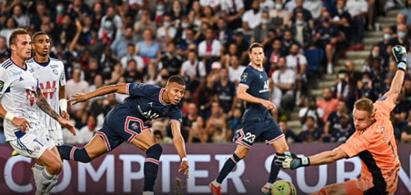Paris Saint-Germain, they beat Strasbourg 4-2